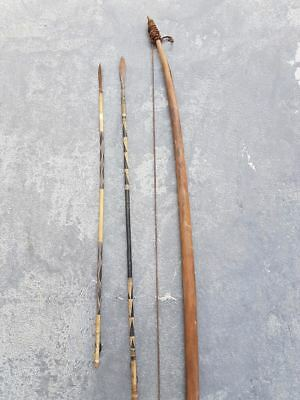 Old bow and 2 arrows. Ancienne arc et 2 flèches kamba from eastern kenya