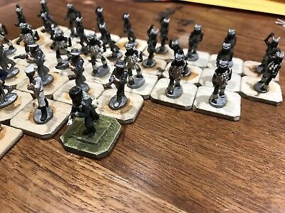 34 Miniature Lead Soldiers And Men With 2 Horses Hand Painted