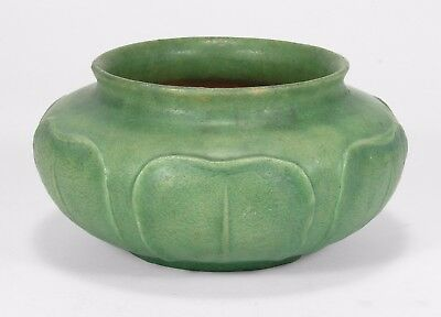 Grueby Pottery matte light green 6 leaf squat vase Arts & Crafts Boston