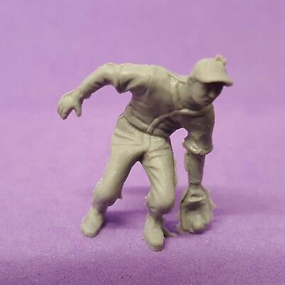 Vintage Cracker Jack BASEBALL PLAYER #9 fielder/outfielder gray plastic figure