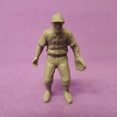 Vintage Cracker Jack BASEBALL PLAYER #5 fielder/outfielder gray plastic figure