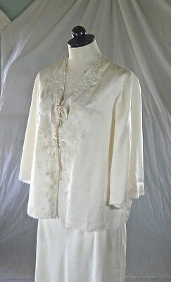 PEONY vintage 70s ivory Chinese SILK BED JACKET stunning embroidery 38