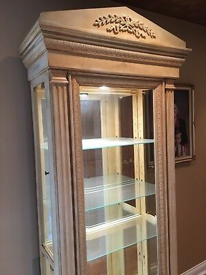 Curio Lighted Pulaski Display Cabinet Glass Shelves Fluted Trim Ancathus Leaves