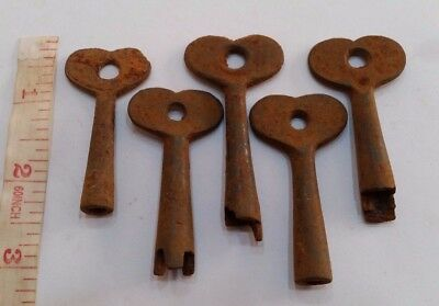 Unusual Heart Shaped Old Antique Vintage Keys Steampunk Key Necklaces Decor