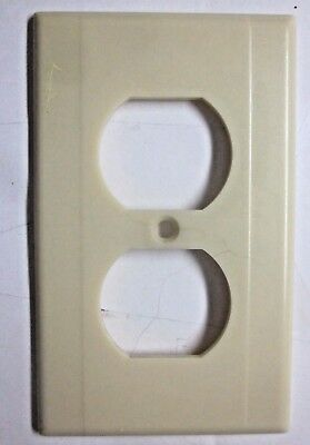 Vintage Leviton Art Deco rare beige Bakelite 2 ribs lines smooth outlet cover