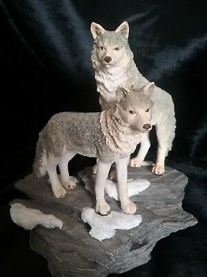 WESTLAND Gray  Wolf Figurine Timberwolves Pack Decorative THE ENCOUNTER