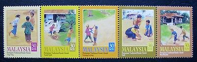 Malaysia 2000: Children's Traditional Games complete set (MNH)
