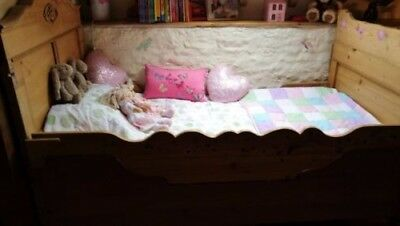Beautiful French Pine Single Bed, also converts to a cot/toddler bed