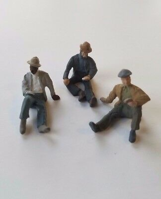 Arttista O Scale Figure #1596 - 3 Hobos Playing Cards (sitting) O On3 On30 Scale
