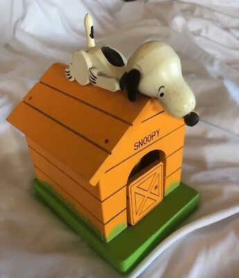 Vintage 1970 Peanuts Snoopy & Woodstock Schmid Doghouse Music Box WORKS!