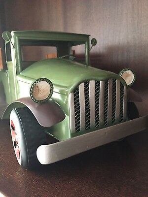 GREEN METAL PICKUP TRUCK Farmhouse Rustic Country Christmas Decor Vintage Style