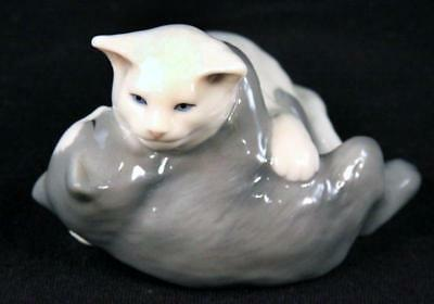 Royal Copenhagen Mini Collection 2 Cats Kittens Playing #683