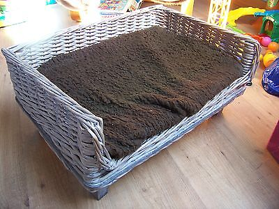 Kat / Hond - la chat / le chien - sofa / bed in willow woven. TOP