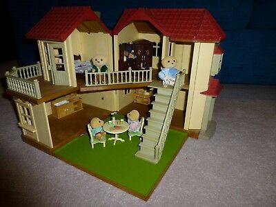 Sylvanian Families Beechwood Hall With Furniture And Family
