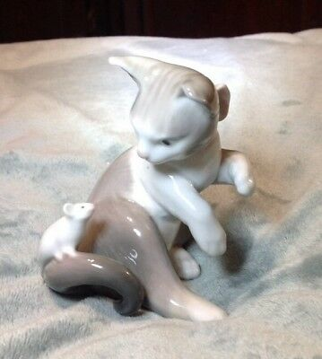 Vintage Lladro 5236  Cat and Mouse Retired Lladro Cat figure 1984