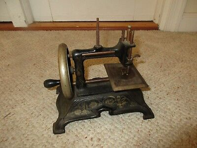 Antique FW Muller Germany Cast Iron Hand Crank Small Toy Sewing Machine No. 15