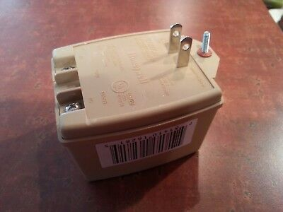 New Honeywell 1361 16.5 vac 40va class 2 plug in Transformer