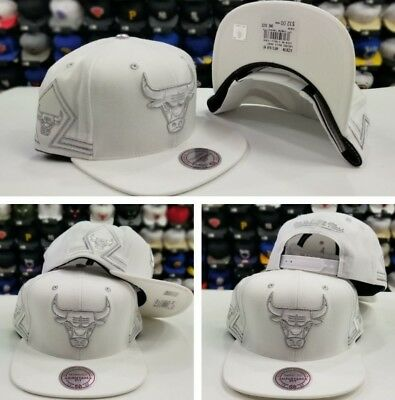 Mitchell Ness Chicago Bulls WHITE / Metallic Silver Snapback Adjustable Hat Cap
