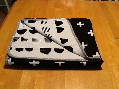 Jersey Knit Reversible Blanket Scallop Cloud Island Black & White