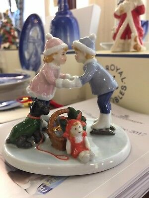 Royal Copenhagen 2008 Annual Figurine Clara e Peter on Ice 2149200 Collectible