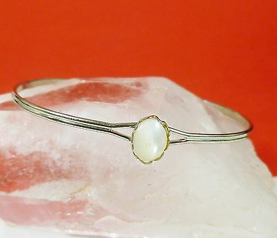 Lovely Vintage Petite Silver Tone Bracelet with Real 6x8mm Mother of Pearl A2