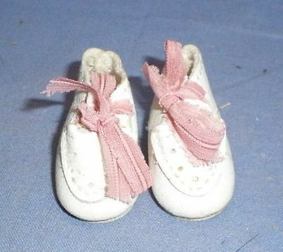 Puppenschuhe aus Kunstleder weiss 3,9/ doll shoes artificial leather white 3,9