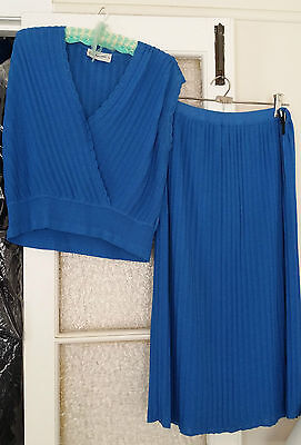 *RARE* Spinelli ladies two piece suit Size 36