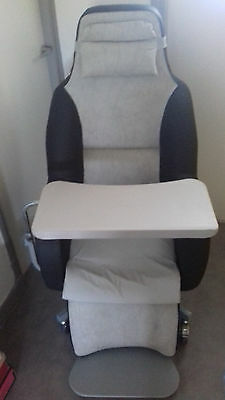 Fauteuil Coquille Médical inclinable, tablette, repose pied, appui tete en T.B.E