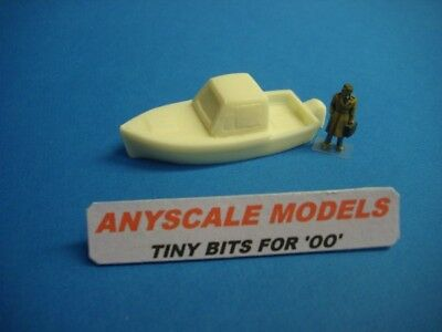 OO Model Railway boats. Pleasure craft with outboard motor. (157)