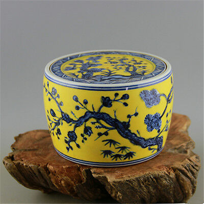 Chinese Old Marked Yellow Ground Blue and White Plants Porcelain Cricket Tank