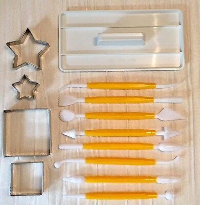 13 Piece Cake Decorating Set - Icing Smoother/8 Tools/2 Star Cutters/2 Square &