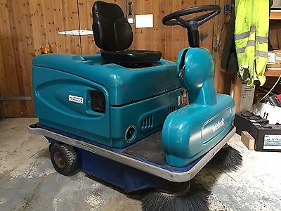 Eureka 1150 Compact Petrol Powered Ride On Sweeper