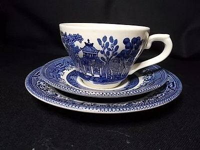 Willow Pattern CHURCHILL ENGLAND Trio Cup Saucer Cake Plate EC Vintage