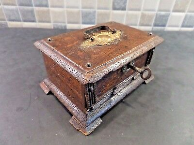Victorian Wooden Box With Pokerwork Pictures Inside Dated 1899 - Lock & Key