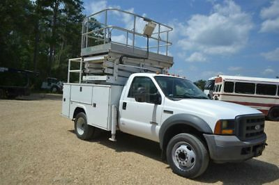 2005 Ford F550. Service truck with a scissor lift.
