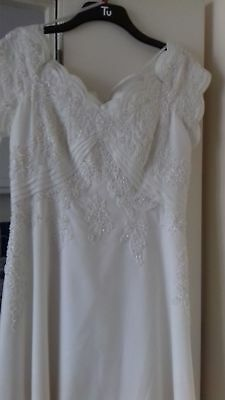 Beautiful ivory wedding dress size 18