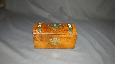 AN ATTRACTIVE 19th CENTURY VICTORIAN DOME WALNUT TEA CADDY
