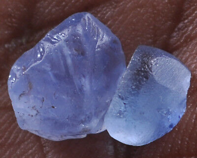 LIGHT BLUE SAPPHIRE SAPPHIRE 5.30ct - 2pcs ROUGH STONES - SRI-LANKA.