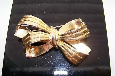 Beautiful Vintage signed TRIFARI double bow goldtone Brooch