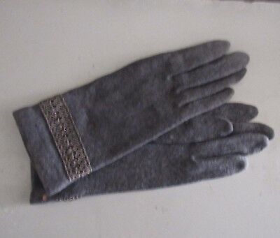 Beautiful Vintage 50's Gray Wool Gloves With Crochet And Black Bead Trim    Nos