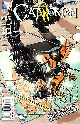 Catwoman Comic 31 DC 2014 Nocenti Oliffe Nguyen New 52 Race of Thieves: Gauntlet