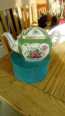 SADLER CUBE SHAPED MINITURE TEAPOT: Heirloom Collection : Evesham