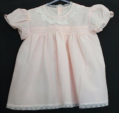 VINTAGE 1960s Baby Girl Pale Pink Dress w White Lace Trim Smocking Grub Roses 00