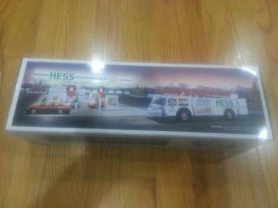 HESS 1989 TOY FIRE TRUCK w/ Original Box and Inserts EXCELLENT Condition