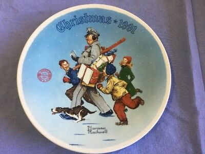 """1991 Norman Rockwell """"Santa's Helper"""" Collector Plate By The Edwin M Knowles Co."""