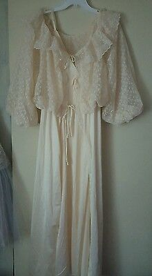 Vintage ♡ Victorian Ivory Long Night Gown &  Robe ♡ Peignoir Set ♡ Beautiful ♡