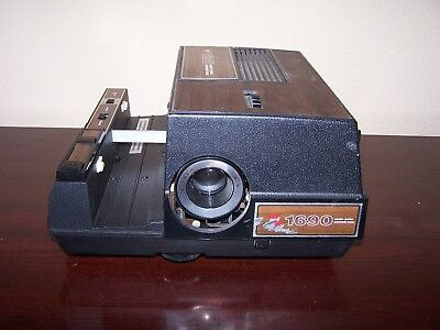 GAF 1690 35mm 2x2 Slide Projector With Auto Focus Remote Control Cord