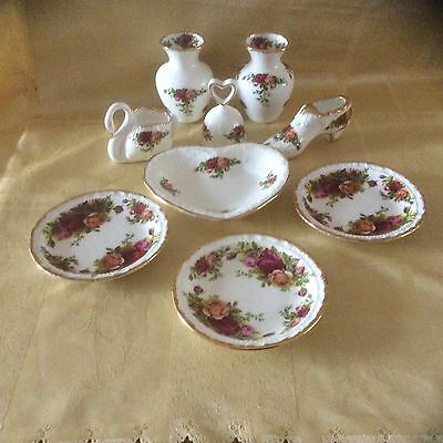 Royal Albert Old Country Roses Items (9 of).