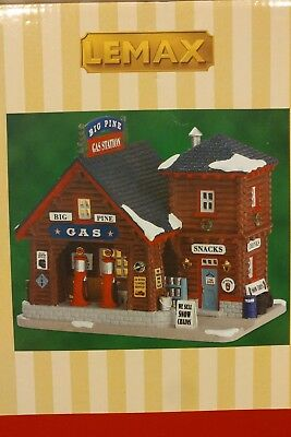 Lemax Christmas Village Big Pine Gas Pump Car Station Brand New In The Box