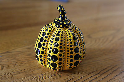 YAYOI KUSAMA PUMPKIN Sculpture YELLOW POLKA DOTS Paperweight NEW